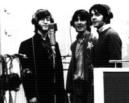 Lennon, Harrison y McCartney, en el estudio en 1968.