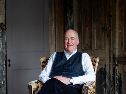 Charles Saumarez Smith, exdirector de la London's National Gallery y exdirector del Royal Academy of Arts posa en su casa, en Londres, el pasado 25 de marzo.