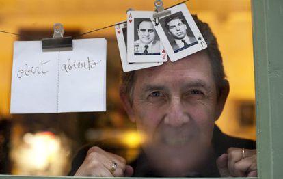 Paco Camarasa, propietario de la libreria Negra y Criminal en la Barceloneta.