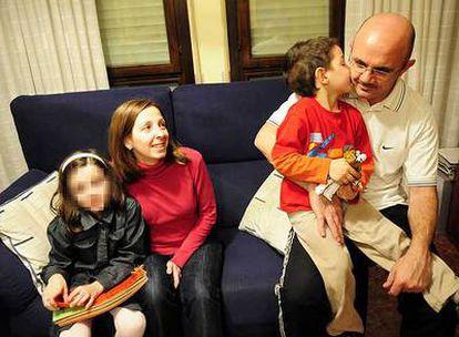 La familia Galera Lázaro, la semana pasada en  Zaragoza, antes de viajar a EE UU. De izquierda a derecha, Silvia, Eva, José Carlos y José Manuel.