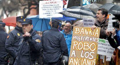 Protestas contra Bankia ante la Audiencia Nacional