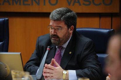 El consejero de Empleo, Juan María Aburto, en el Parlamento