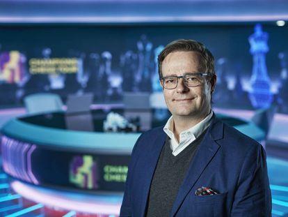 Arne Horvei, director del Champions Chess Tour, en el estudio de televisión de Oslo donde se retransmiten las partidas
