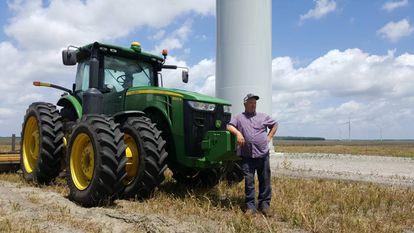 Uno de los propietarios de los terrenos agrícolas donde están los molinos