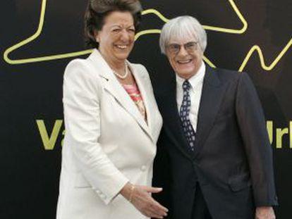 Rita Barberá con el patrón de la Fórmula 1, Bernie Ecclestone, en 2007 en Valencia.