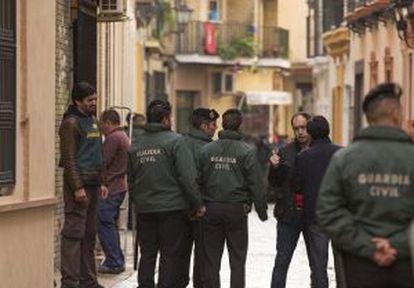 La Guardia Civil registra la sede de UGT Andalucía.