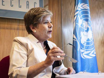 La secretaria ejecutiva de la Cepal, Alicia Bárcena, durante la entrevista con EL PAÍS.