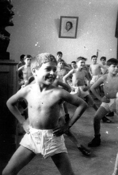 Una clase de gimnasia en la casa de acogida de la calle Pirogvskaya, en Moscú, en 1938.
