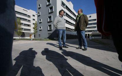 Promociones de viviendas con pisos ocupados en el Paseo de la Democracia de Torrejon de Ardoz.