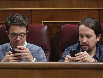 Iñigo Errejón y Pablo Iglesias, en el Congreso.