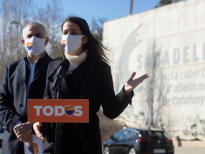 La presidenta de Ciudadanos, Inés Arrimadas, y el candidato de la formación a la presidencia de la Generalitat, Carlos Carrizosa, durante un acto electoral celebrado en Barcelona este domingo.
