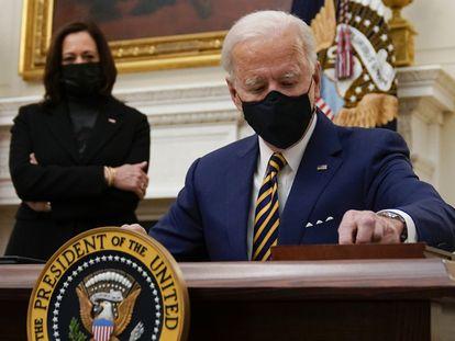 Joe Biden junto a Kamala Harris en la Casa Blanca, el pasado enero, en Washington (EE UU).
