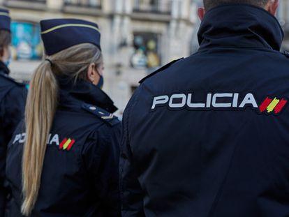 Agentes de la Policía Nacional en el centro de Madrid, en una imagen de archivo.