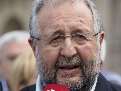Xosé López Orozco, al anunciar la decisión