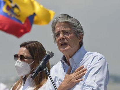 El candidato a la presidencia de Ecuador Guillermo Lasso, durante el cierre de su campaña electoral en Guayaquil, el 8 de abril pasado.
