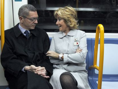 Gallardón (izquierda) y Aguirre, inaugurando en marzo la ampliación de la línea 2 de metro.