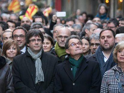 El expresidente catalán Artur Mas y las consejeras Irene Rigau y Joana Ortega por la consulta del 9N.