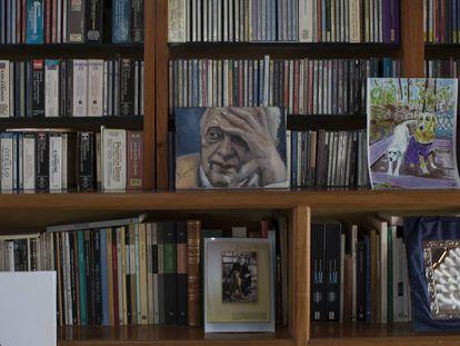 Retrato de Sergio Pitol, en la biblioteca de su casa en Xalapa, Veracruz
