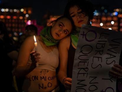 Mujeres en la marcha contra la violencia de género en Ciudad de México.