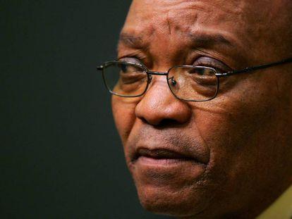 El expresidente sudafricano Jacob Zuma en una rueda de prensa en Ciudad del Cabo en 2005.