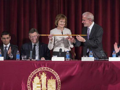 Mavi Mestre, primera rectora de la Universitat de València, en el acto institucional de su investidura.