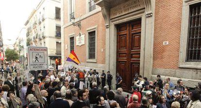 Protesta ante la Real Academia de la Historia en junio de 2011