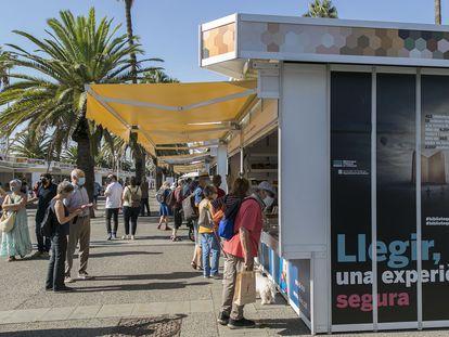 Aspecto de la Setmana del Llibre en Català del año pasado, en el Moll de la Fusta del puerto de Barcelona.