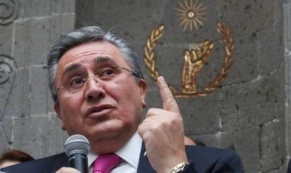 Luis Raúl González Pérez, el aún presidente de la Comisión Nacional de Derechos Humanos.