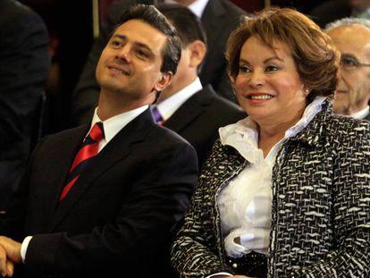 Enrique Peña Nieto y Elba Esther Gordillo en diciembre de 2010.