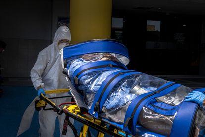 Un paciente ingresa en el hospital número 1 de Tijuana.