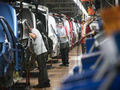 Cadena de montaje de la fábrica de Seat en Martorell (Barcelona). En vídeo, Comisiones Obreras valora los datos de empleo de febrero.