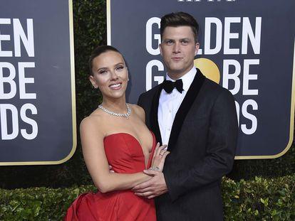 Scarlett Johansson y Colin Jost, en la gala de los Globos de Oro, en 2020.