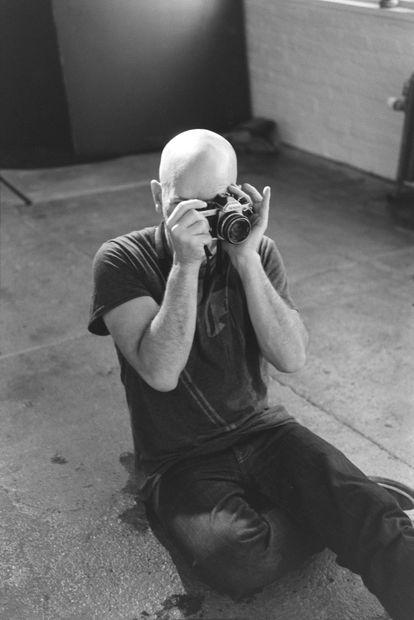 Retrato de Michael Stipe para la promoción de su libro Portraits Still Life (Damiani)