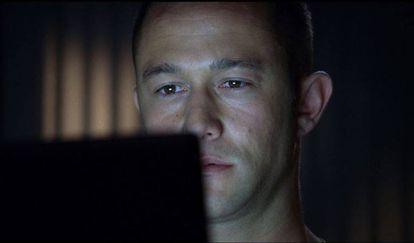 En 'Don Jon' (2013), Joseph Gordon-Levitt interpreta a un joven que tiene una novia a la que ama pero que sigue encontrando más placer en la pornografía que en el sexo con ella.