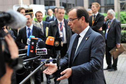 Hollande, a la entrada del Consejo esta mañana.