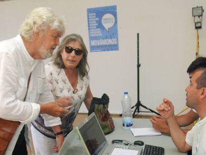 Xosé Manuel Beiras vota en las primarias de En Marea, este jueves.