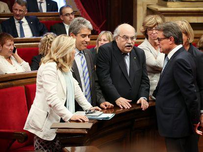El entonces presidente catalán Artur Mas (derecha), con los consejeros Joana Ortega (izquierda),  Francesc Homs y Andreu Mas-Colell, en el Parlament en 2014.
