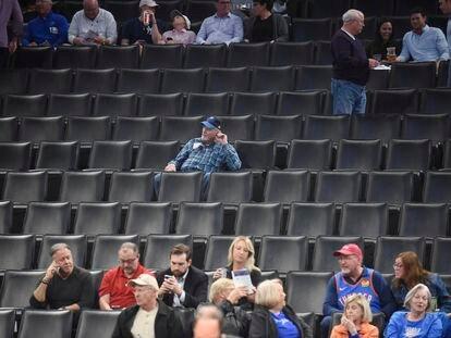 Aficionados en el Chesapeake Arena tras la suspensión del Oklahoma-Utah, el 11 de marzo.
