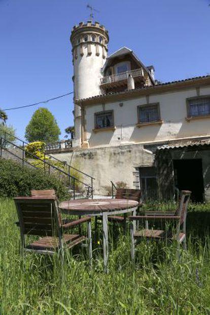 Un palacete cercano al apeadero de Martutene es una presencia recurrente en la novela de Ramon Saizarbitoria.