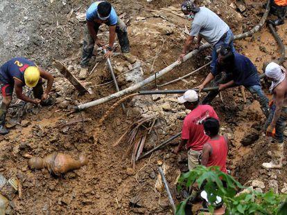 Labores de rescate en la localidad de Itogon para buscar supervivientes bajo el lodo tras el paso del tifón Mangkhut por Filipinas.