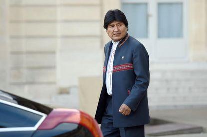 Evo Morales sale de una reunión con Hollande en París