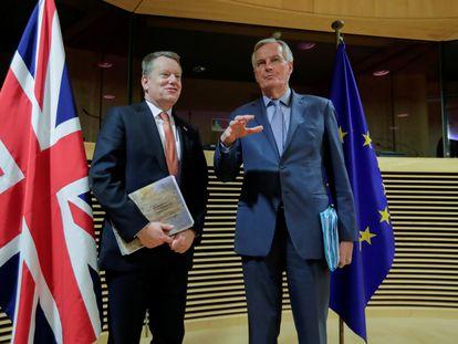 Michel Barnier, negociador comunitario, junto a David Frost, su homólogo británico, durante la ronda negociadora celebrada en Bruselas el pasado marzo.