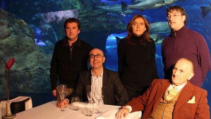 De izquierda a derecha, Mikel Santamaría, Manu Narváez, Esther Irigaray, el concejal Josu Ruiz y Vicente Zaragüeta, ayer en la presentación del programa turístico en el Aquarium donostiarra.