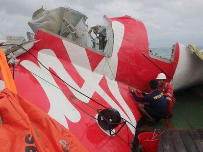 Parte del avión siniestrado recuperado el pasado 10 de enero.