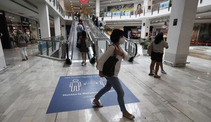 Clientes en el centro comercial La Vaguada, en Madrid.