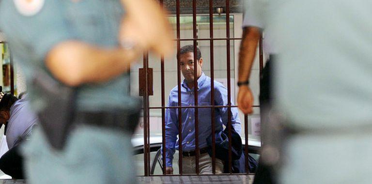 El director de la Gerencia de Urbanismo de Murcia, Alberto Guerra, detenido por presuntas irregularidades urbanísticas, en el cuartel de la Guardia Civil.
