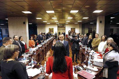 El nuevo presidente del Supremo venezolano, Maikel José Moreno jura su cargo.