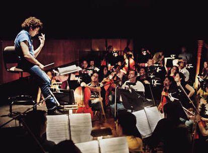 Gustavo Dudamel, de 26 años, titular de la Orquesta Sinfónica de Los Ángeles, ensaya 'La Boheme'