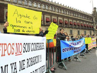 Ahorradores de Ficrea protestan en México DF