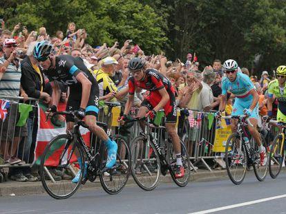 Froome protagoniza un ataque, junto a Van Garderen, Nibali y Contador.